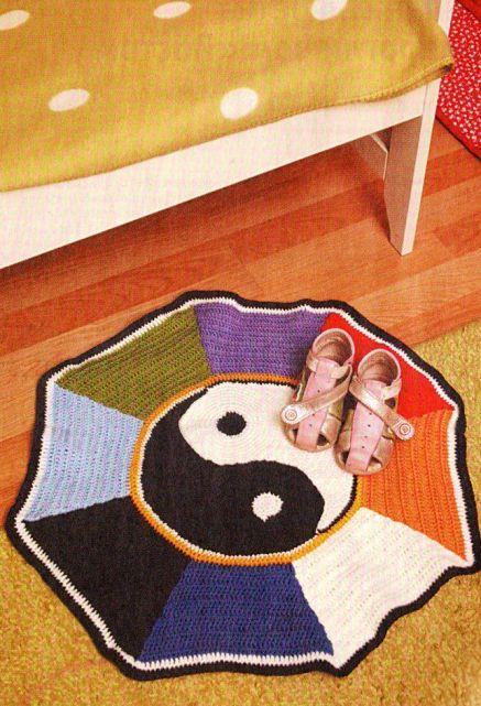 Вязаный коврик «Инь-Янь»