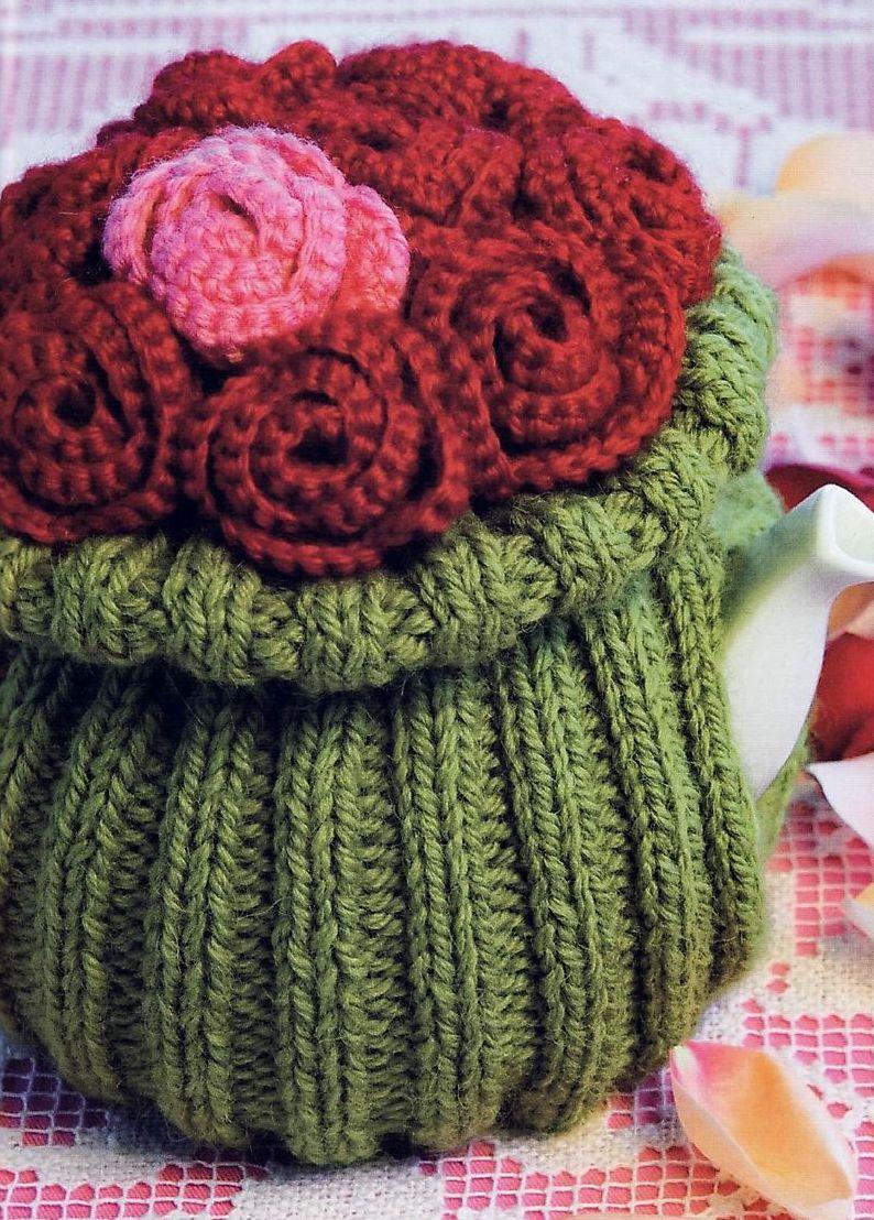 Вязаная грелка на чайник «Букет роз»