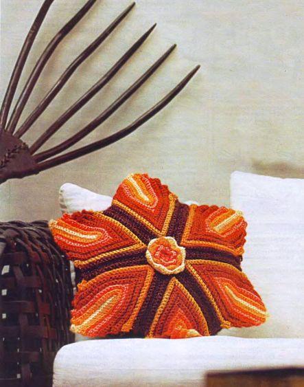Подушка, вязанная крючком