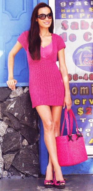 Мини-платье малинового цвета