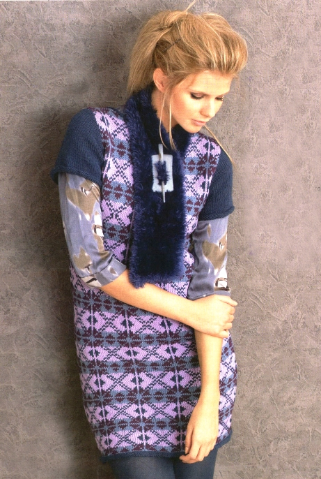 Вязаное мини-платье и шарф