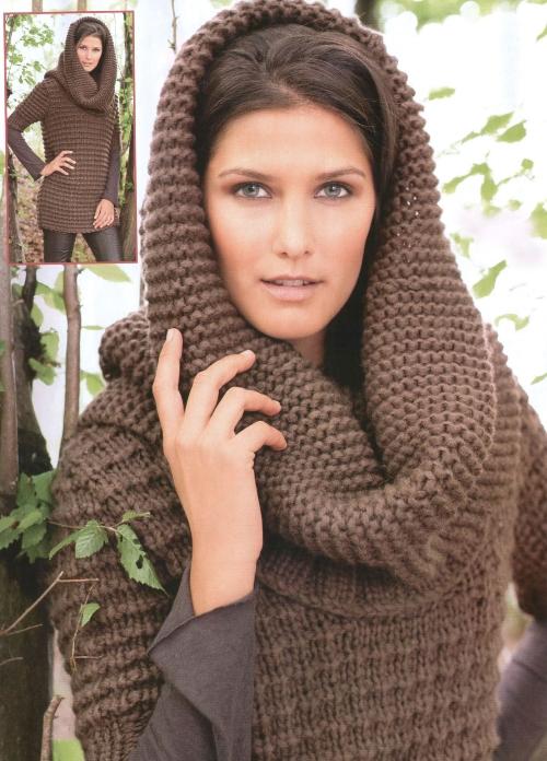 Вязаный пуловер и шарф-капюшон