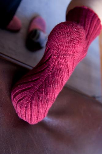 Вязаные носки по косой
