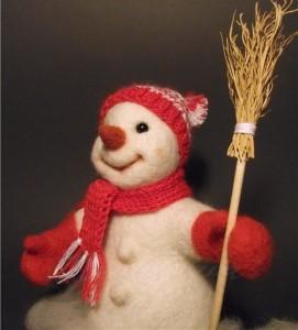 валяем снеговика из шерсти