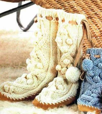 Вязаные сапожки для мамы и дочки