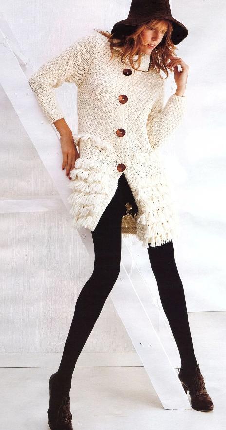 Вязаное пальто с бахромой
