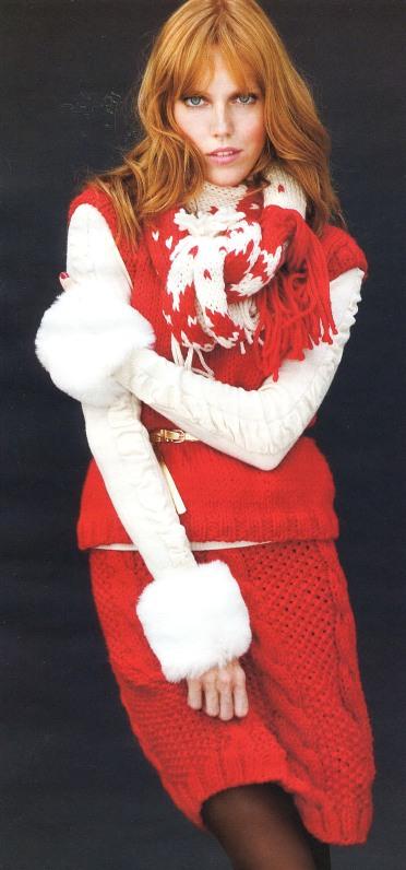 Комплект: свитер, юбка и шарф