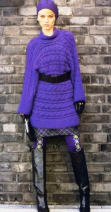 пуловер связан поперек