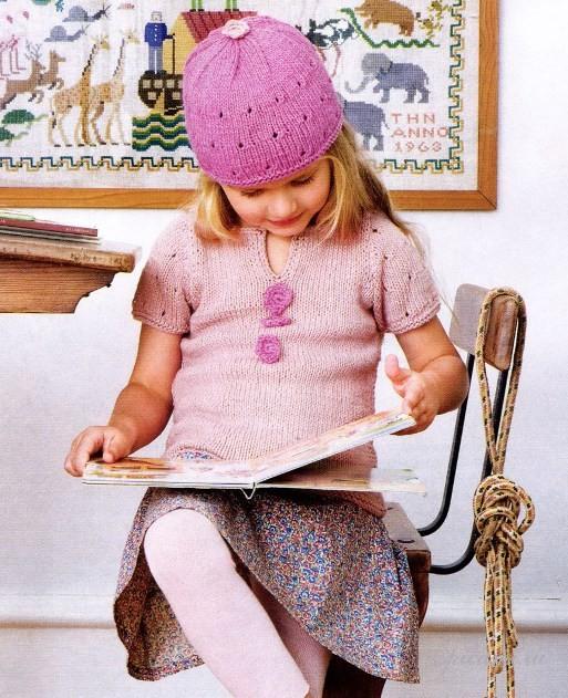 Вязаный топ и шапочка для девочки