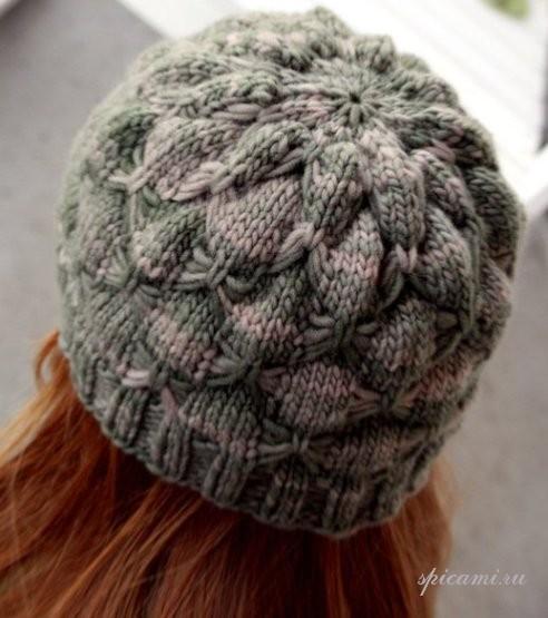 Вязаная шапка — распустившийся пион