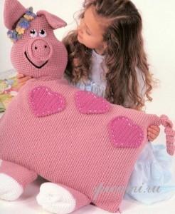 вязаная подушка для девочки