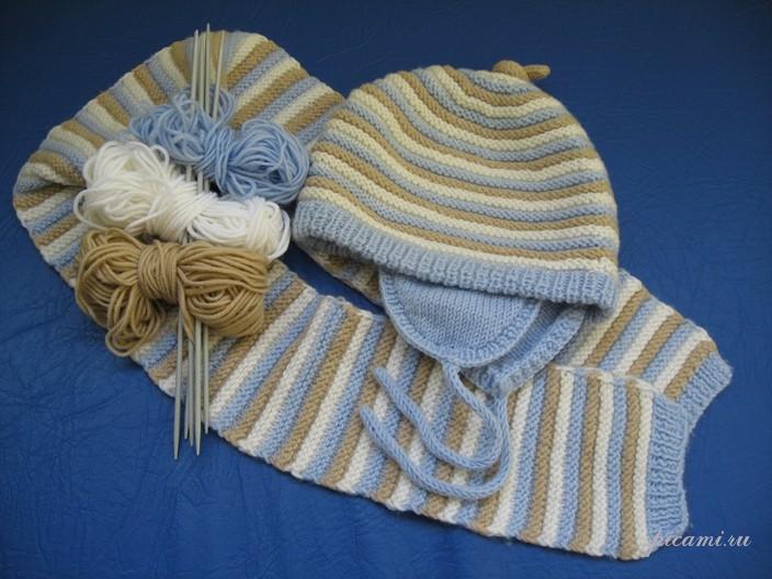 Вязаный комплект из шапочки и шарфика для малыша