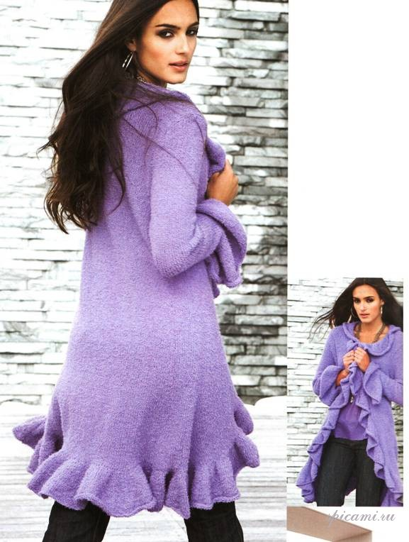 Вязаное пальто с воланами