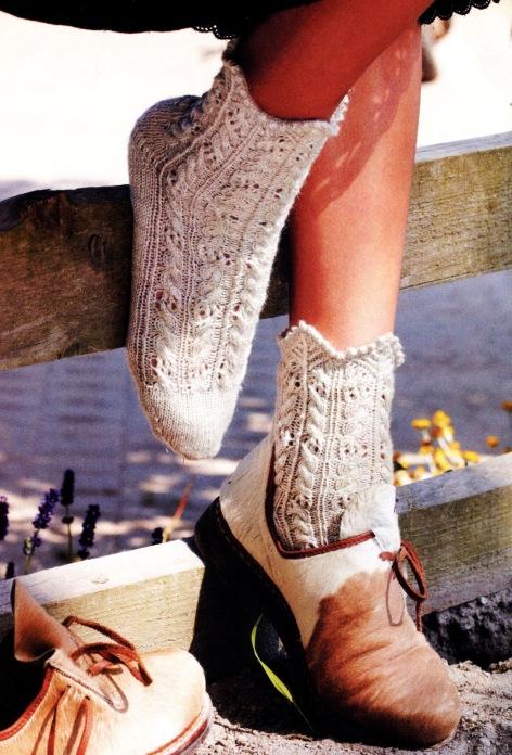 Как вязать носки (2 пары ажурных носков спицами)