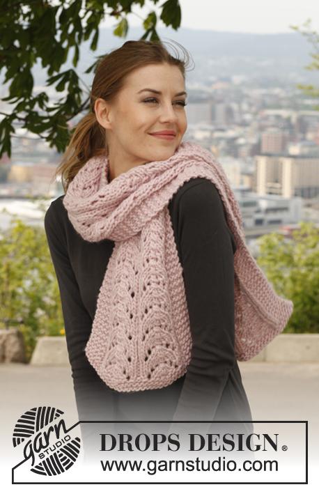 Вязаный шарф «Кремовый мусс» от DROPS Design