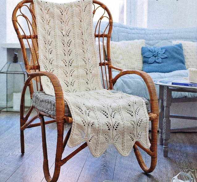 Вязаная накидка на кресло-качалку