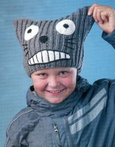 вязаная шапочка для мальчика спицами