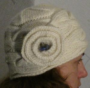 вязаная шапка спицами