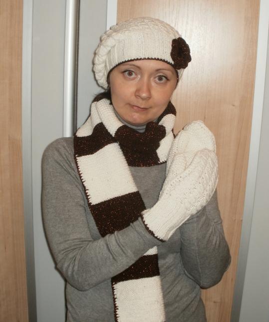 Вязаный комплект «Зимняя сказка»: шапочка, шарф и варежки