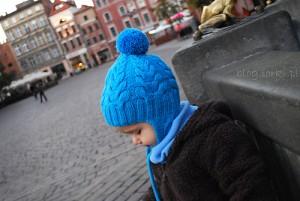 вязаная шапочка спицами для ребенка