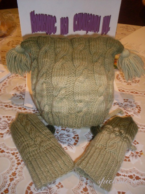 Детский комплект: вязаная шапочка и варежки