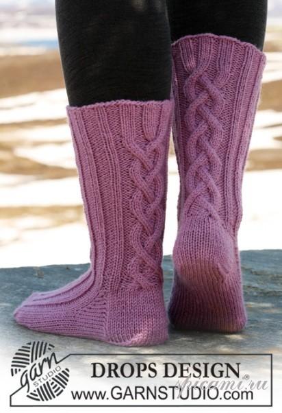 Сиреневые носки с косами