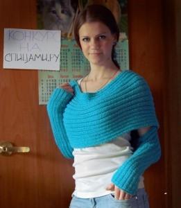 вязаный шарф с рукавами