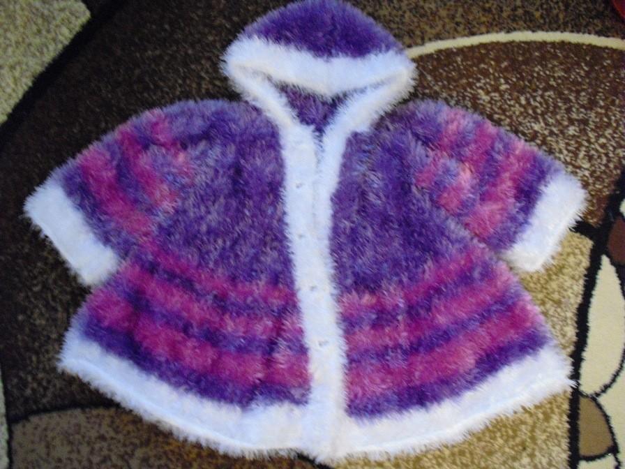 Вязаное пальто и штанишки из травки