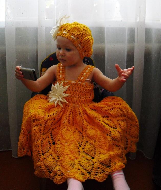 Ажурное платье и берет для девочки 1,5 лет