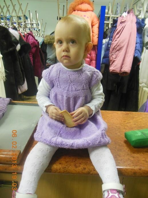 Вязаное платье на 1-1,5 года