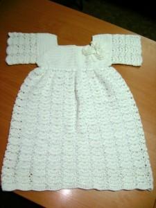 вязаное платье на крестины