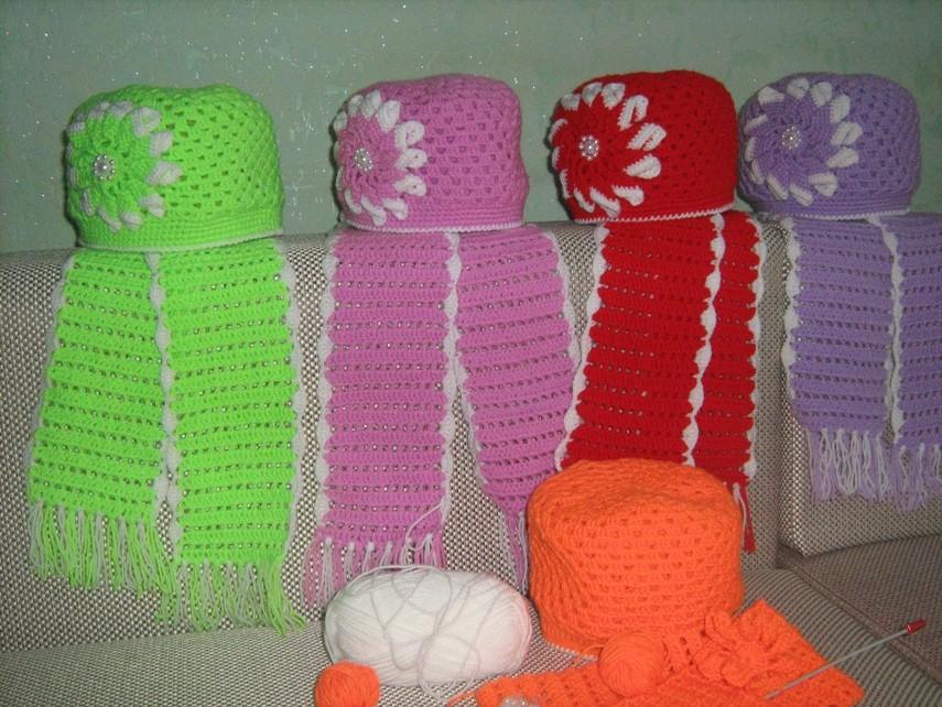 Вязаная шапочка и шарф на весну