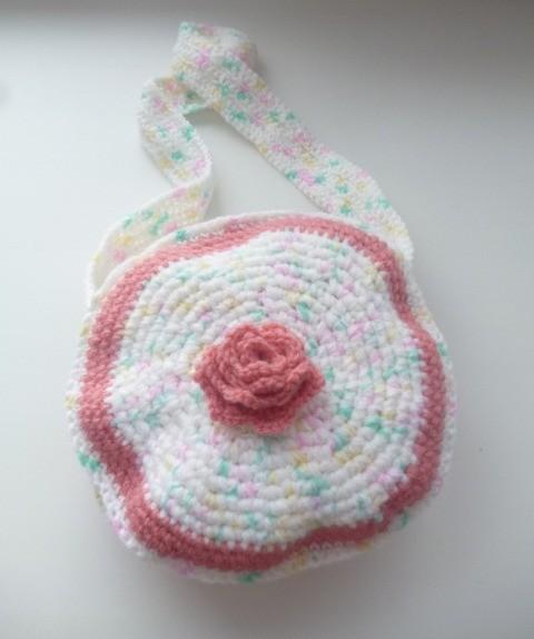 вязаная сумочка спицами для девочки