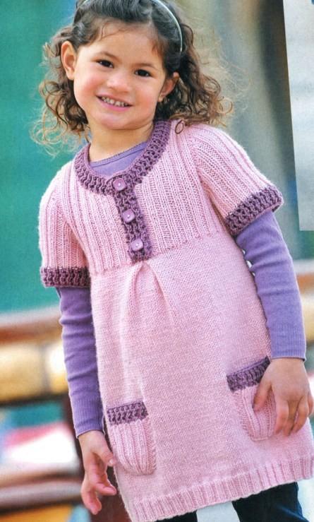 Вязаное платье для девочки с кармашками