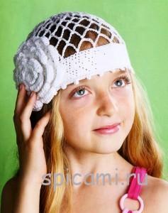 вязаная шапочка-сетка с цветком