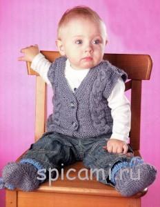вязаный жилет для малыша и пиетки