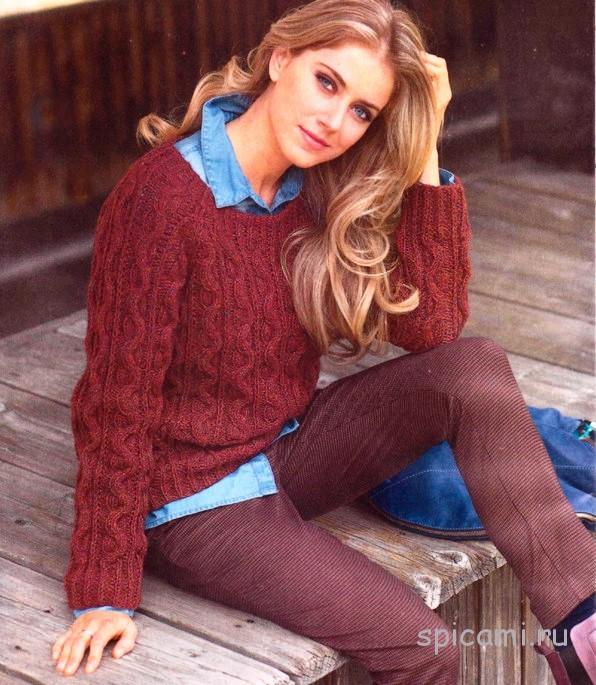 Яркий пуловер реглан с узором из кос