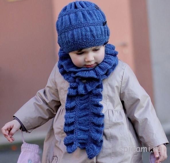 Вязаная шапочка и шарфик для девочки