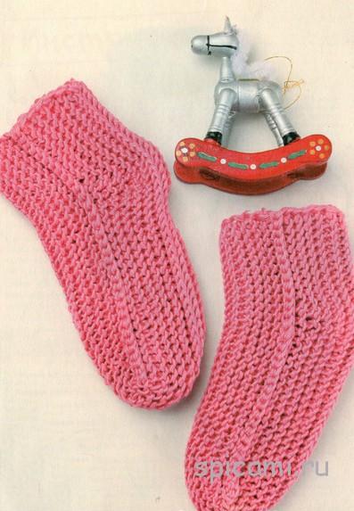 Розовые носочки на двух спицах