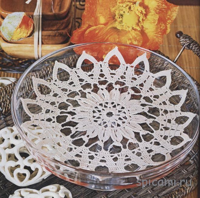 Ажурные салфетки с лепестками и цветами