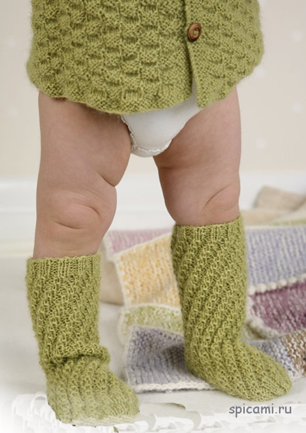 Вязаные носочки для малыша