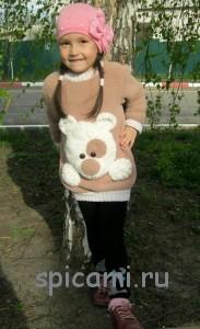 свитер для девочки с мишкой