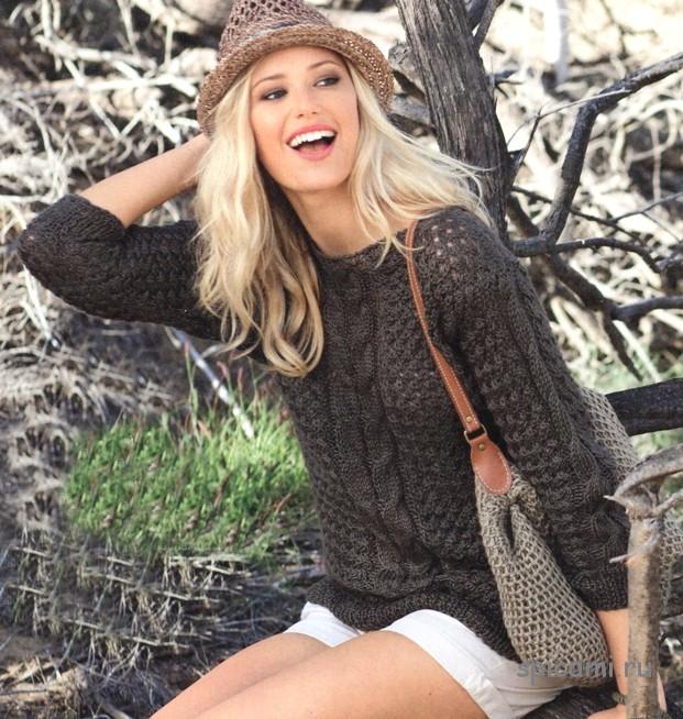 Коричневый пуловер с косами и сумка