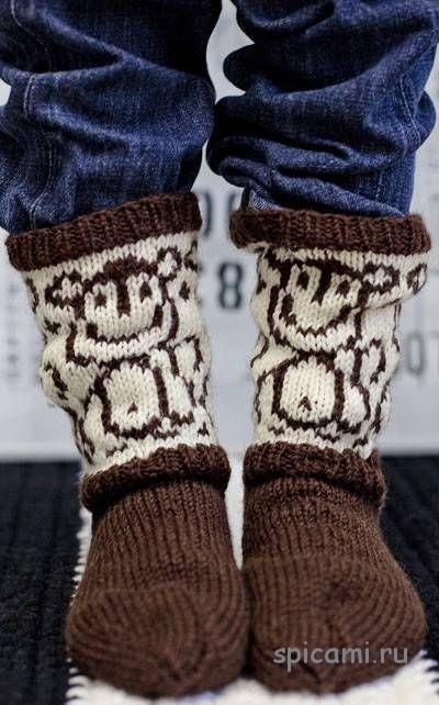 Вязаные носки с обезьянками