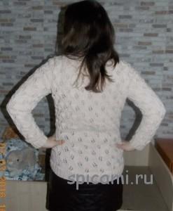 пуловер с листиками спицами