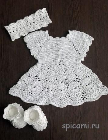 Вязаное платье на крестины для девочки