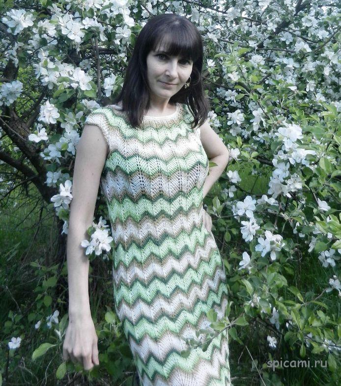 Вязаное платье в стиле миссони спицами