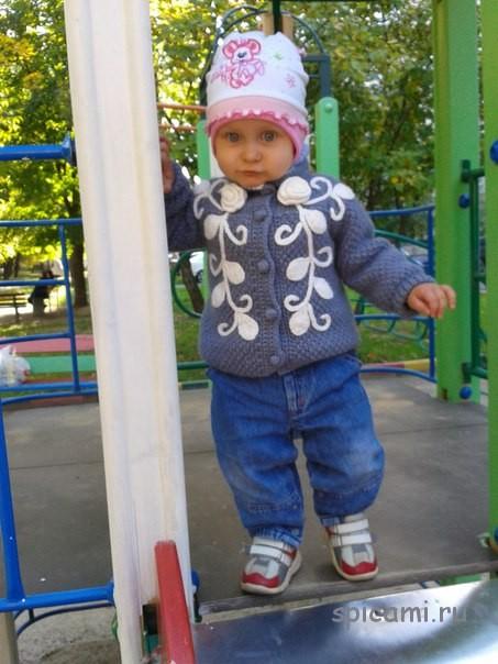 Вязаная курточка для малышки