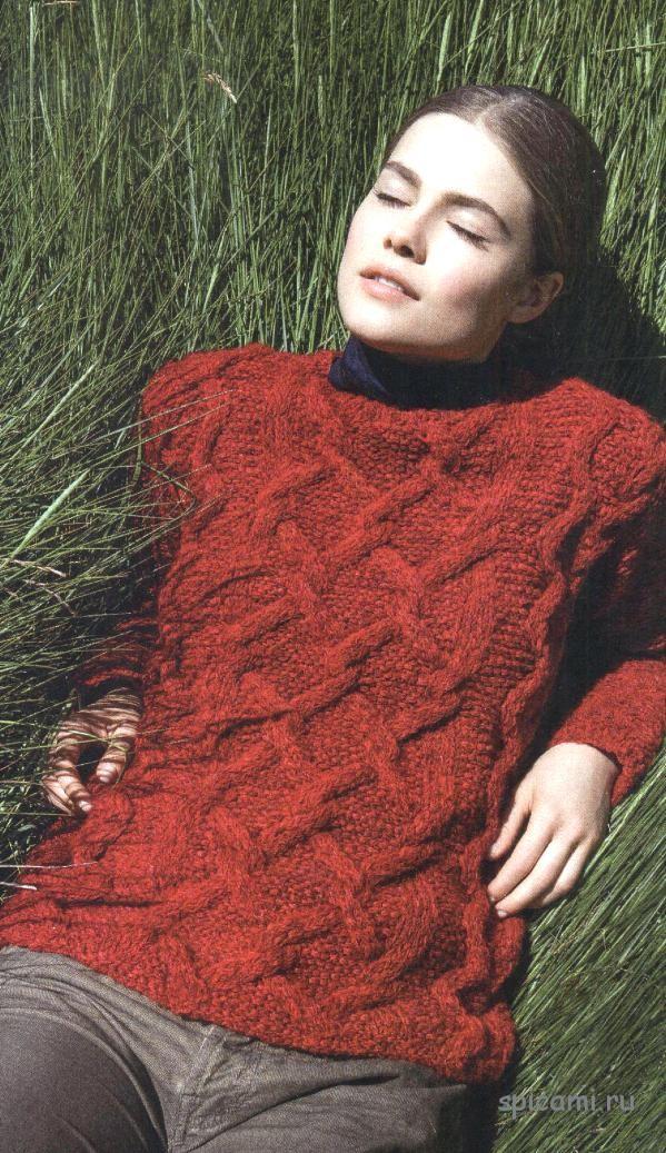 Вязаный пуловер с ромбами и косами