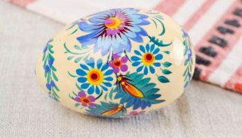 Роспись пасхальных яиц из дерева